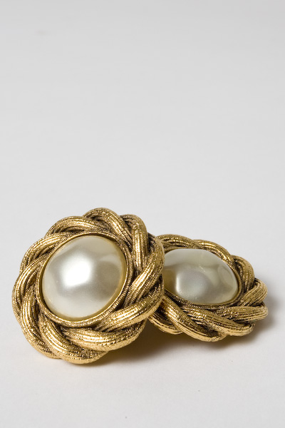 Amarcord_Chanel earrings